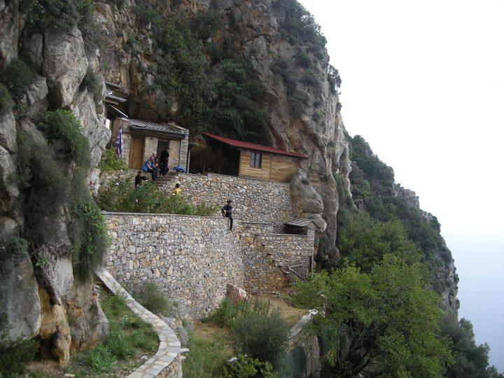 Pelerinajul la Peștera Sfântului Atanasie al Athonului